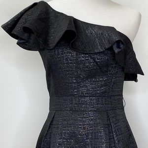 Cue In The City Dress Black One shoulder, size 8